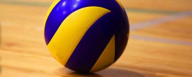 der Ball bleibt am Boden